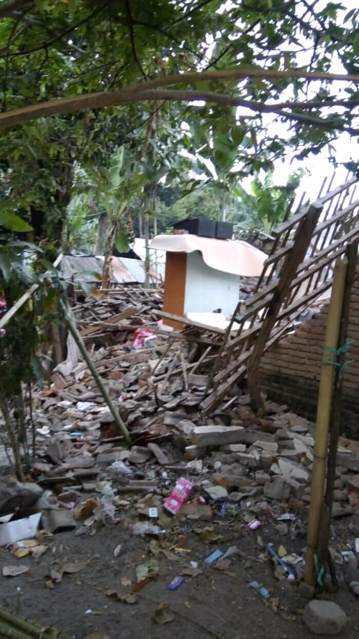 https://stichtingvlok.nl/wp-content/uploads/2018/08/West-Lombok-een-VLOK-toilet.jpg