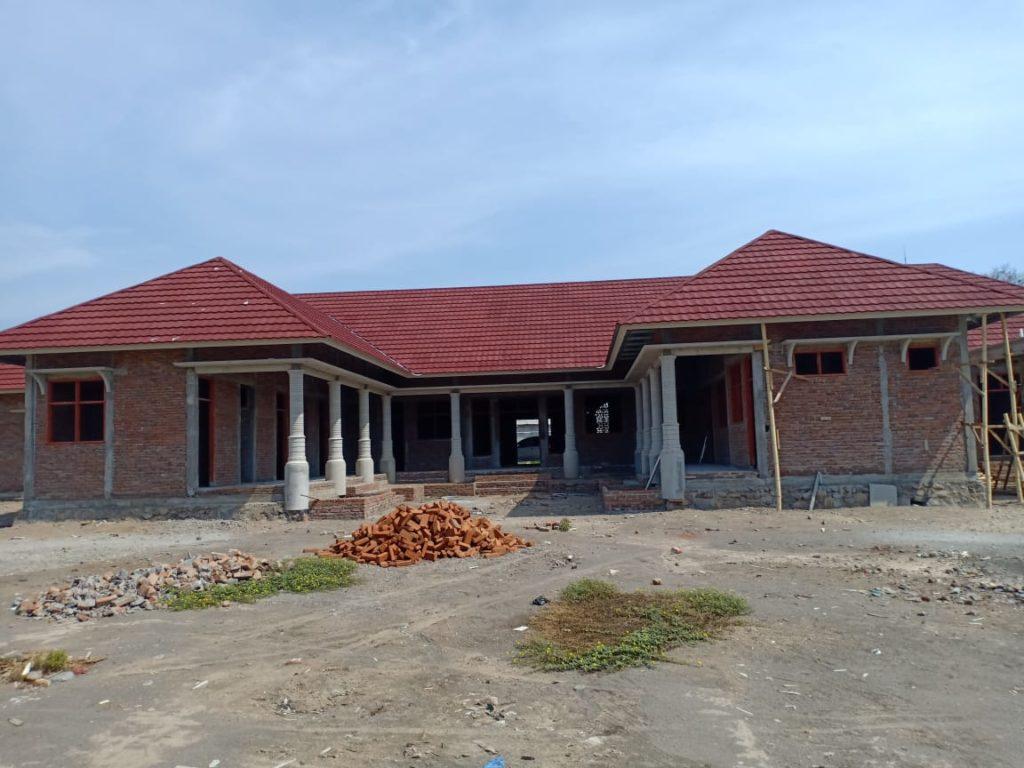 Achterzijde van het gebouw inclusief het dak