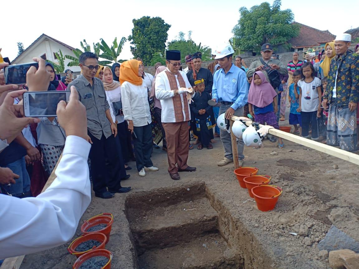 1e steenlegging van het ziekenhuis door de vice-regiogouverneur/Bupati