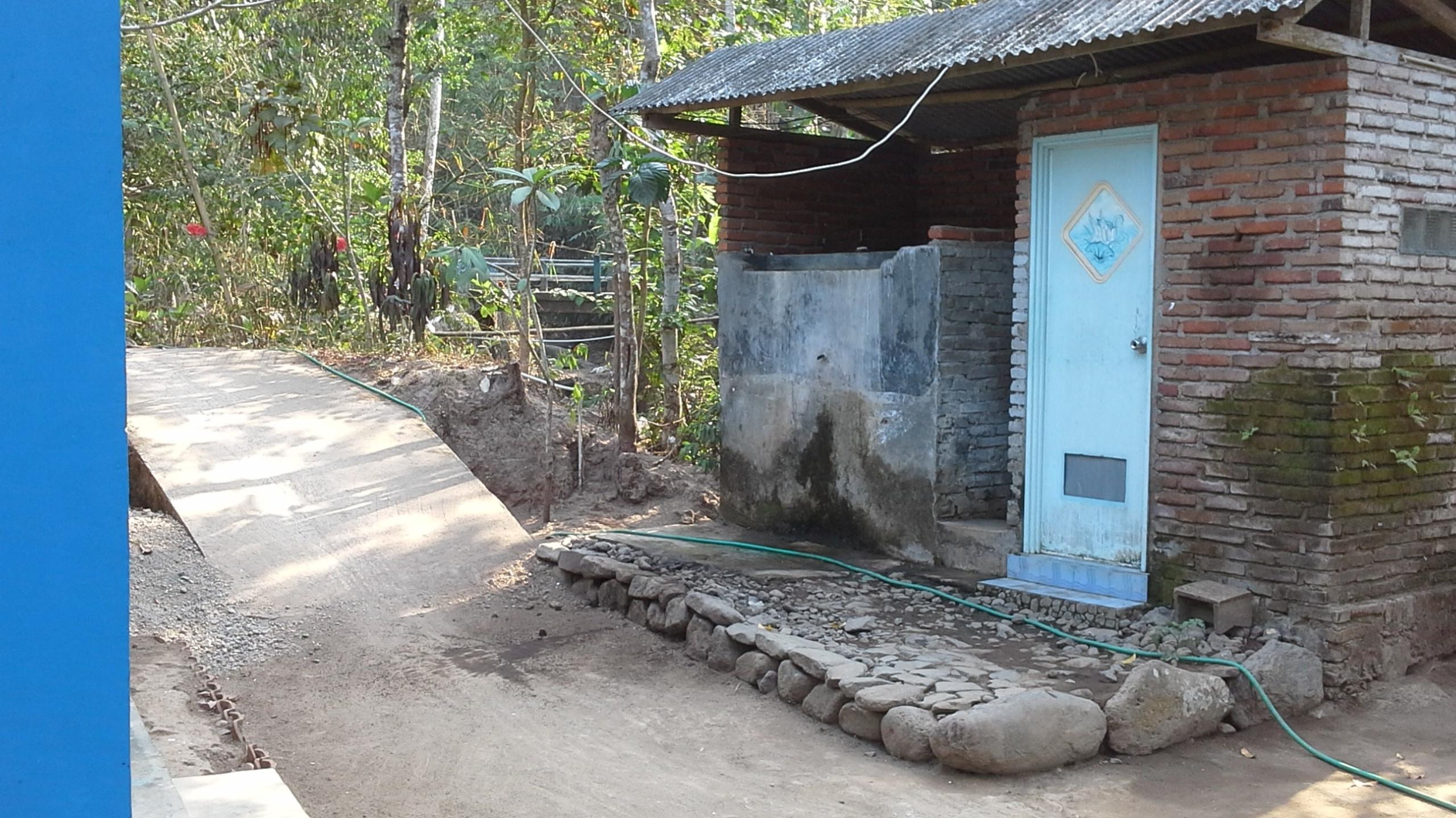 toilet Esni in Orong